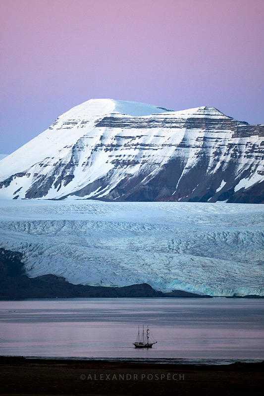 -Arctic-sunset-sailing-ship-iceberg-Svalbard